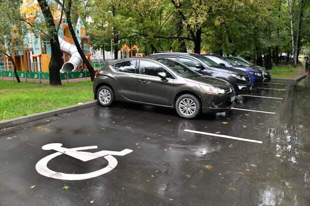 Борьба за место: что делать, если сосед застолбил парковку во дворе?