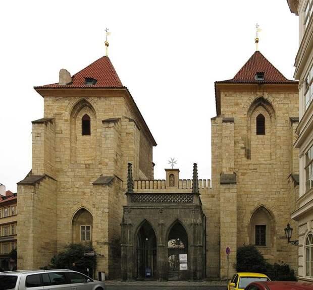 Church_of_the_Virgin_Mary_Before_Tyn_(8349054152) (700x649, 82Kb)