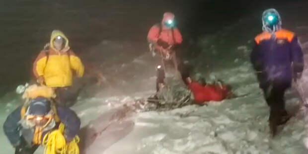 Трагедия в горах: тела трех погибших альпинистов спустят к подножию Эльбруса