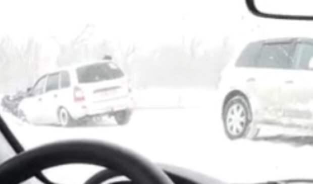 Под Оренбургом водители спасли женщину идвоих детей