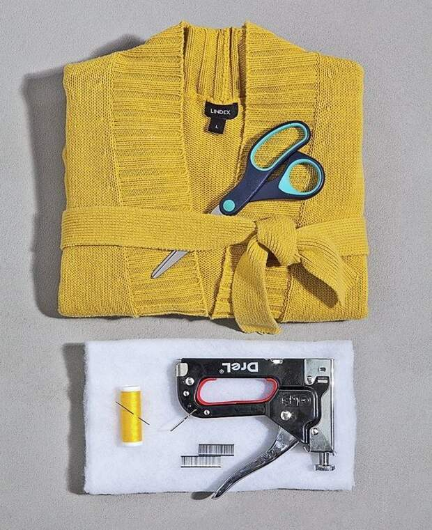 Дизайнерский табурет из старой одежды
