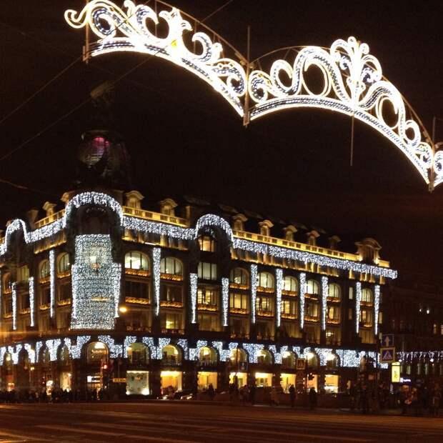 Ёлки-2016: как Москва и Петербург готовятся к встрече Нового года