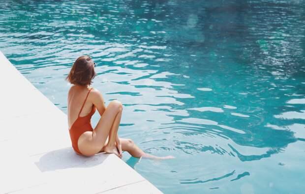 Жара ушла, но фото остались: топ-10 фотографий девушек в купальниках