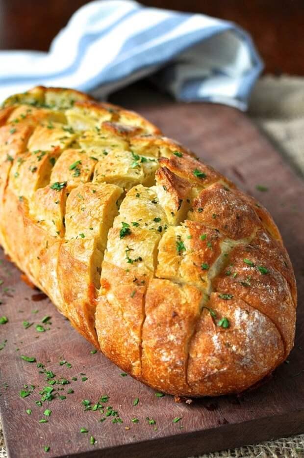 Сырно-чесночный хлеб - это вкусно и быстро!