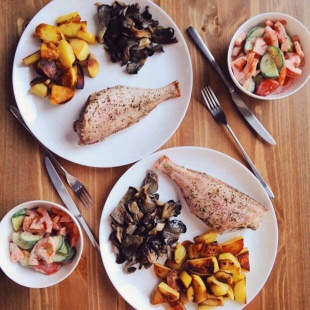 Окунь с картофелем и свежий салат