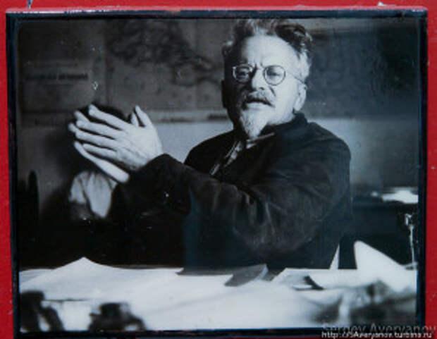 Л. Троцкий в Мексике.