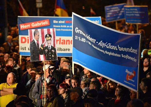 Меркеляку на гиляку! Тысячи немцев вышли на улицы с требованием отставки Меркель