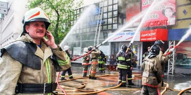 Спасатели почтили память пожарного Евгения Чернышева. Фото: Управление по САО Департамента ГОЧСиПБ