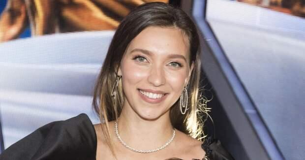 Регина Тодоренко рассказала о травме партнера по шоу на льду