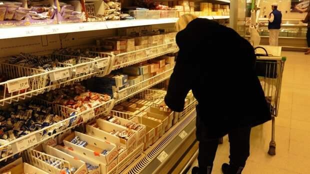 Россиянам рассказали, кто наблюдает за их покупками в магазинах