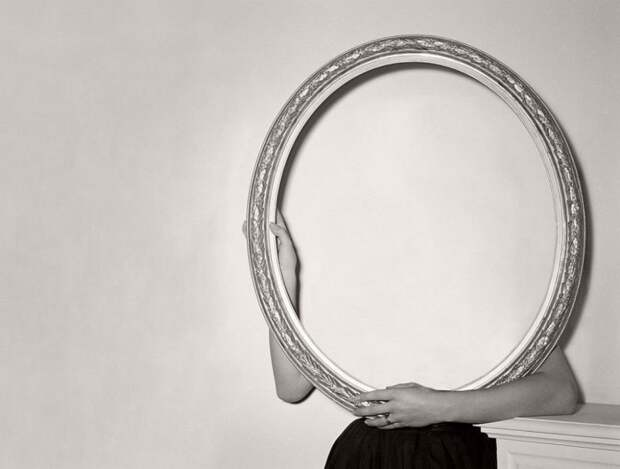 Серия монохромных фотографий: «Без лица»