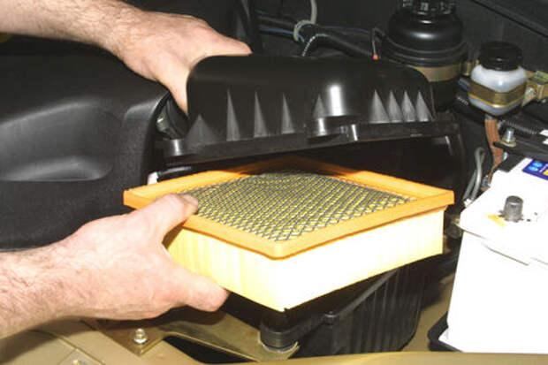 Chevrolet Niva: замена сменного элемента воздушного фильтра