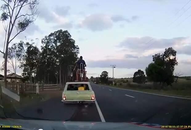 Катание мужа на крыше машины оставило жену без прав (ВИДЕО)