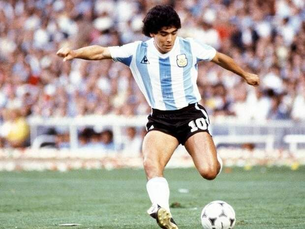 Диего Марадона: звезда футбола в молодости и сейчас