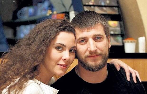 Испытания для молодой жены: почему Александр Устюгов бросил семью после десяти лет счастливого брака