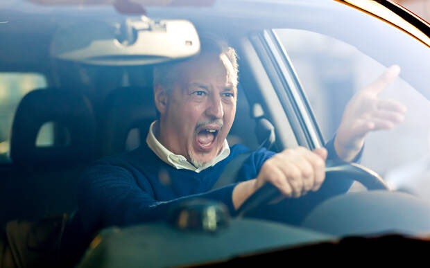 Вашу машину подрезали — реагировать будете? Опрос