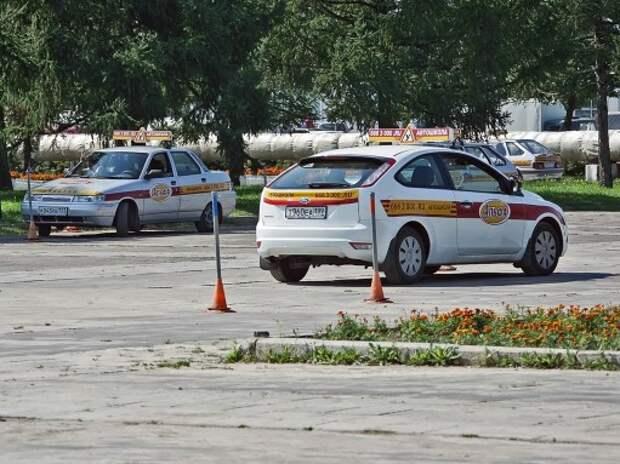 Большинство автошкол в Москве могут лишиться лицензий
