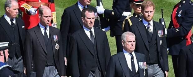 Принц Уильям и принц Гарри держали дистанцию на похоронах