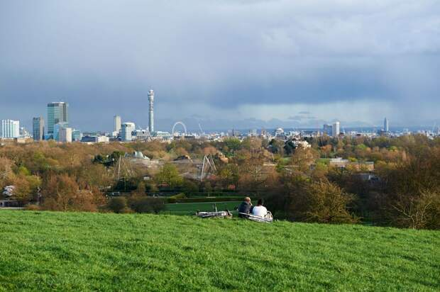 https://www.royalparks.org.uk/parks/the-regents-park/things-to-see-and-do/primrose-hill/_gallery/View-of-London-from-Primrose-Hill-summit.jpg/w_1200.jpg