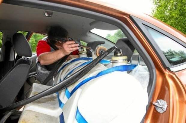 Нашу компанию разбавили водоналивные манекены, по 70 кило каждый. В каждой машине – три «человечка». Говорить они не умеют – только булькают.