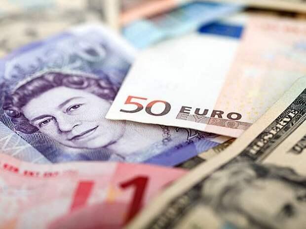ЦБ РФ ощутимо повысил официальный курс доллара и слегка опустил евро