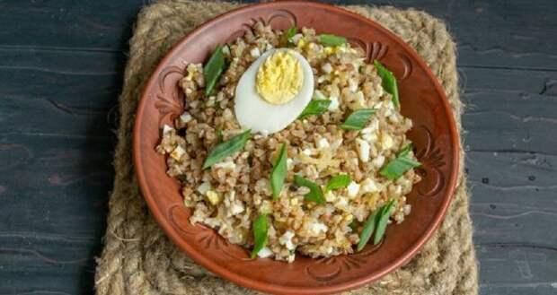 Гречневая каша с яйцами и луком: вкусное второе блюдо