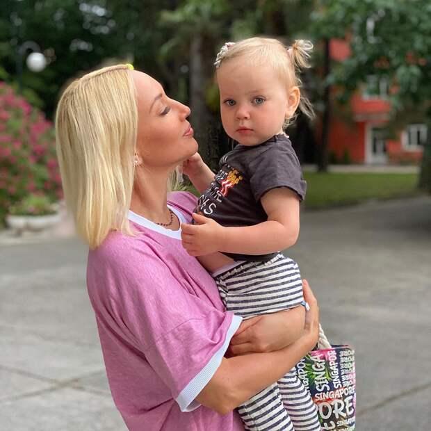 2-летняя дочь Леры Кудрявцевой впервые выступила на сцене