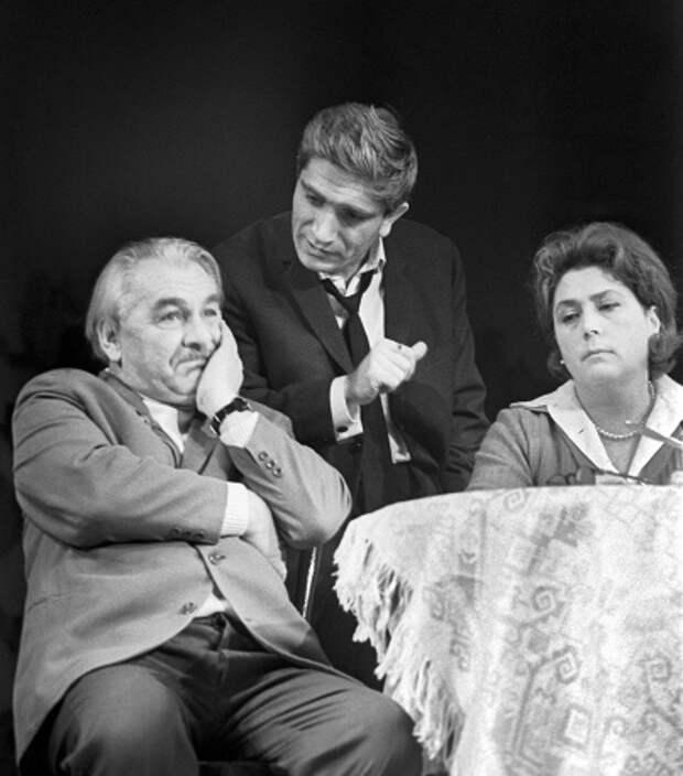 Гений сцены и кино: известный актер Армен Джигарханян отмечает 80-летний юбилей