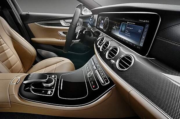 Новый Mercedes-Benz E-класса покажет кино и приборы