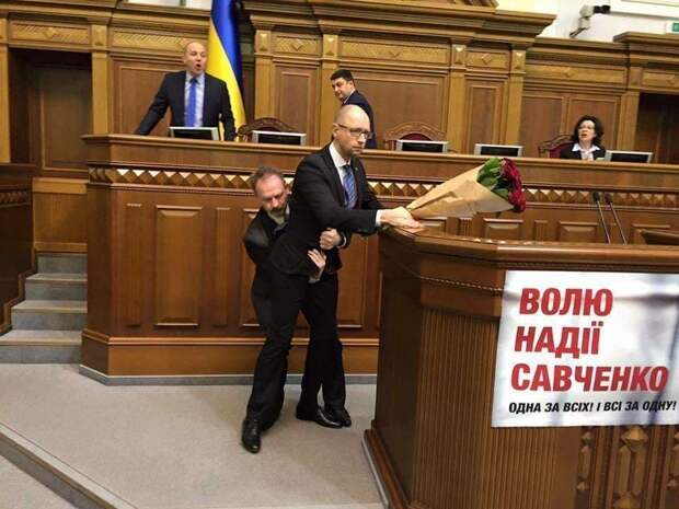 Во время выступления премьер-министра Украины Арсения Яценюка в Раде случилась массовая драка