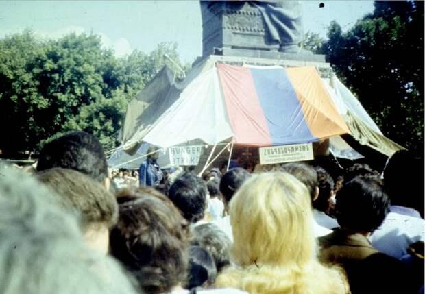 В преддверие 90-ых: Ереван в 1988 году.