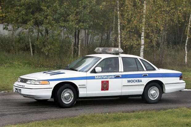 Такая цветографическая схема автомобилей полиции принята в России сейчас. Но бело-голубой не назовешь универсальным международным стандартом… СССР, авто, автоистория, гибдд, ливрея, полицейский автомобилиь, полиция