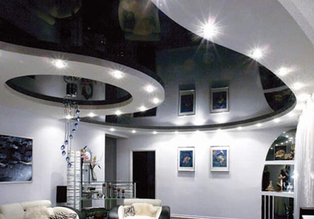 Черный глянцевый натяжной потолок: фото №1