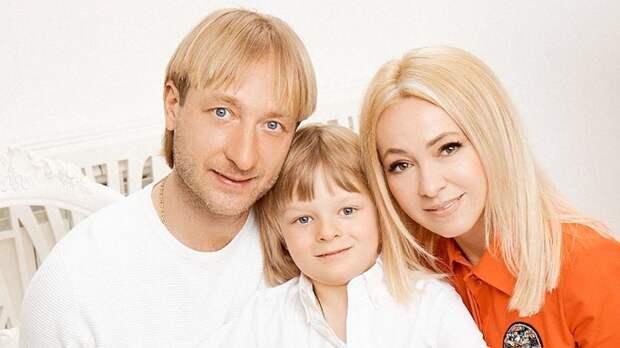 Выпущена футболка в поддержку сына Плющенко и Рудковской с надписью «ЯМЫ Гном Гномыч»