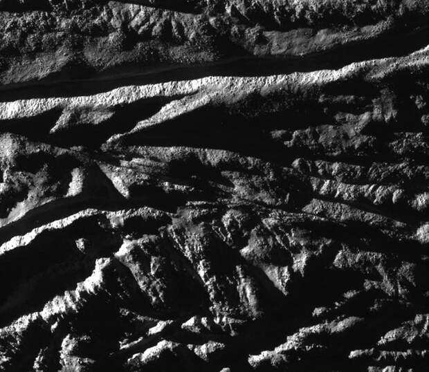 Энцелад — шестой спутник Сатурна