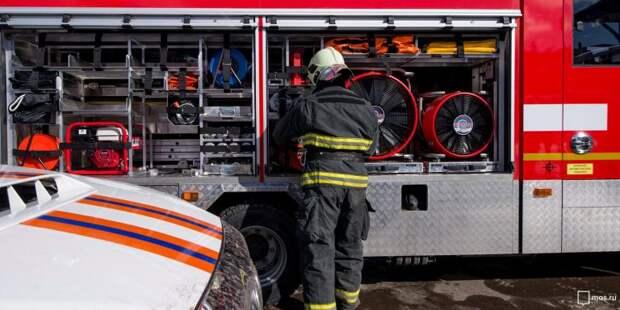 Загоревшийся мусор на Новосходненском шоссе потушили до приезда пожарных