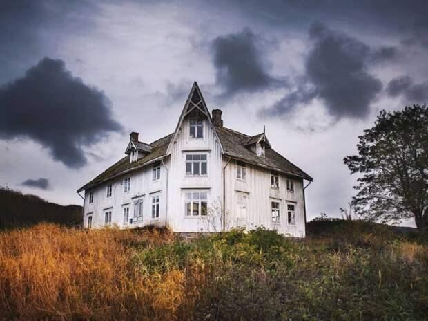 zabroshennye-udalennye-doma-za-severnym-polyarnym-krugom-fotograf-Britt-Mari-Bay_34
