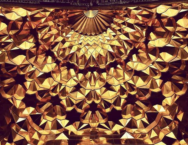 Удивительная геометрия потолка.