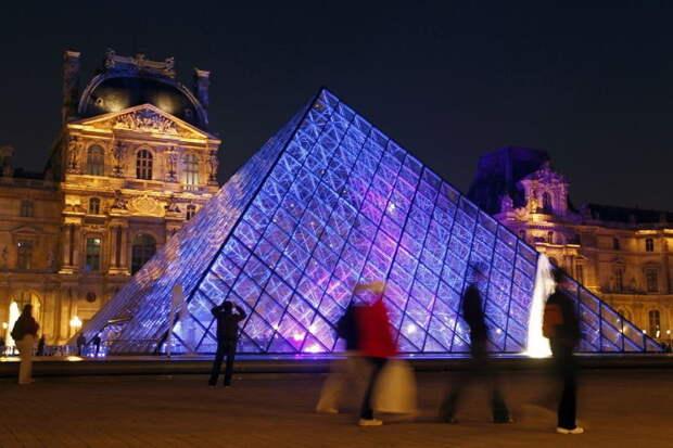 Сколько нужно отстоять в очереди, чтобы посетить самые известные достопримечательности мира