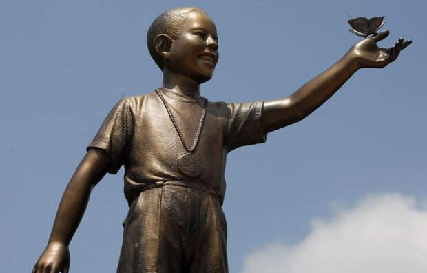 Обама: восемь лет под маской миротворца