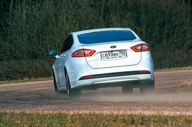 Ford покорил великолепно настроенным шасси, которому позавидуют многие конкуренты. В поворотах крены минимальны, сноса передней оси почти нет.