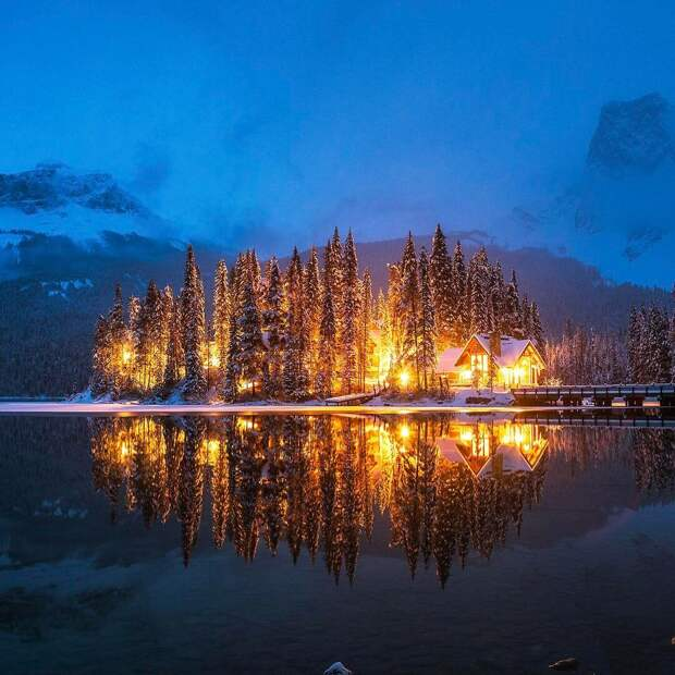 Домик на изумрудном озере. Национальный Парк Йохо. Канада