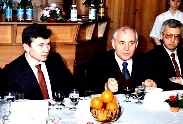Михаил Горбачёв на встрече с новосибирским диссидентом Мананниковым
