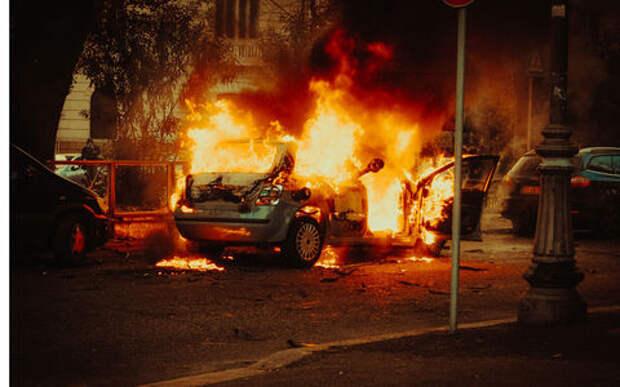 Машина сгорела в московском тоннеле