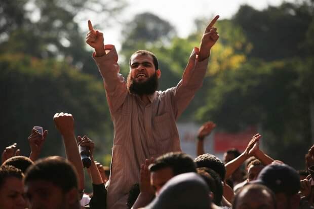 Мигранты пообещали Европе устроить жестокий секс-джихад на День святого Валентина