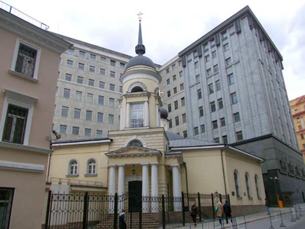 От старых строений в её владении сохранилась только небольшая Церковь Софии Премудрости Божией неподалеку.