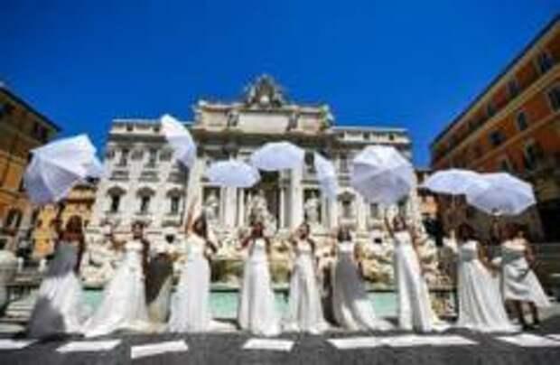 Итальянские невесты устроили акцию протеста в Риме