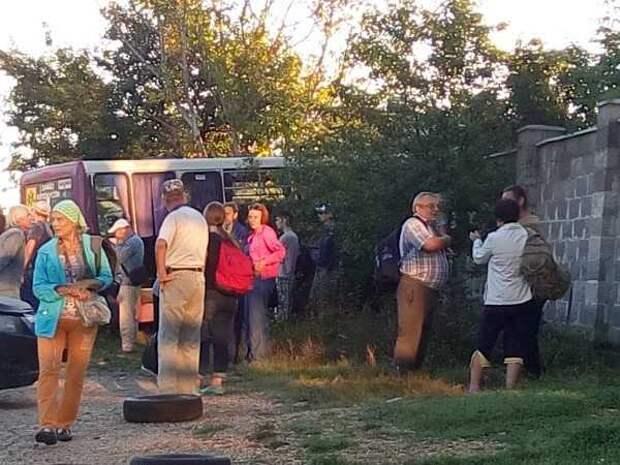 ДТП в Севастополе: пассажирский автобус врезался в забор (ФОТО)