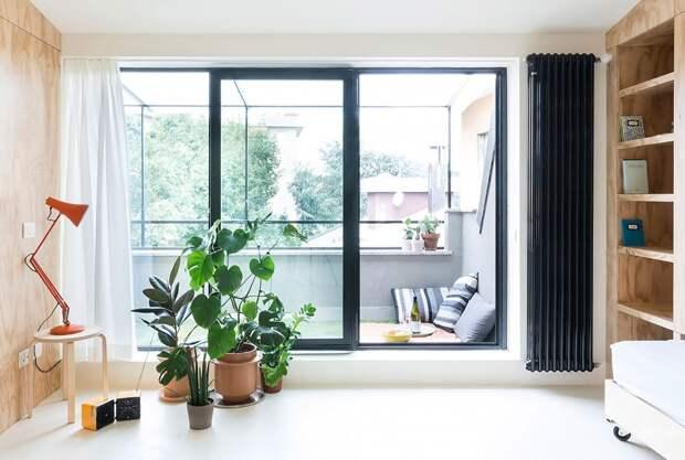Интерьер квартиры - панорамное окно в гостиной