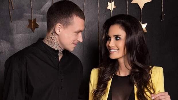 В Сети появились откровенные фото Мамаева с супругой